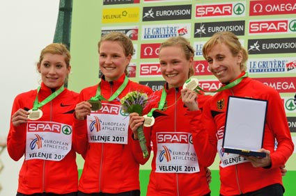 Harrer8-teamsiegerehrung_cross-EM11_johnfoto